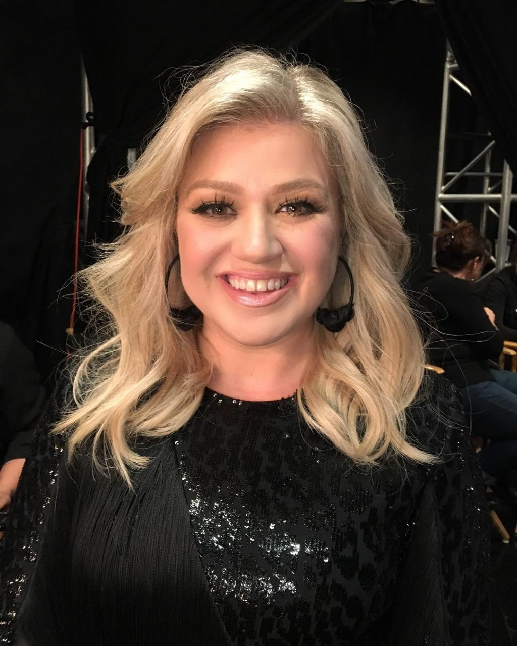 Kelly Clarkson's Makeup Routine from The Voice