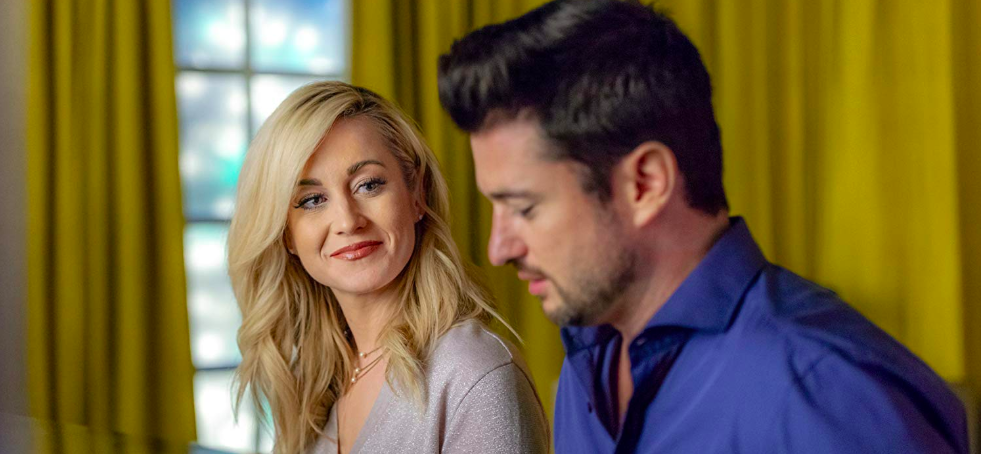 Christmas At Graceland 2018 Hallmark Poster.Kellie Pickler Will Star In Hallmark Movie Sequel Wedding