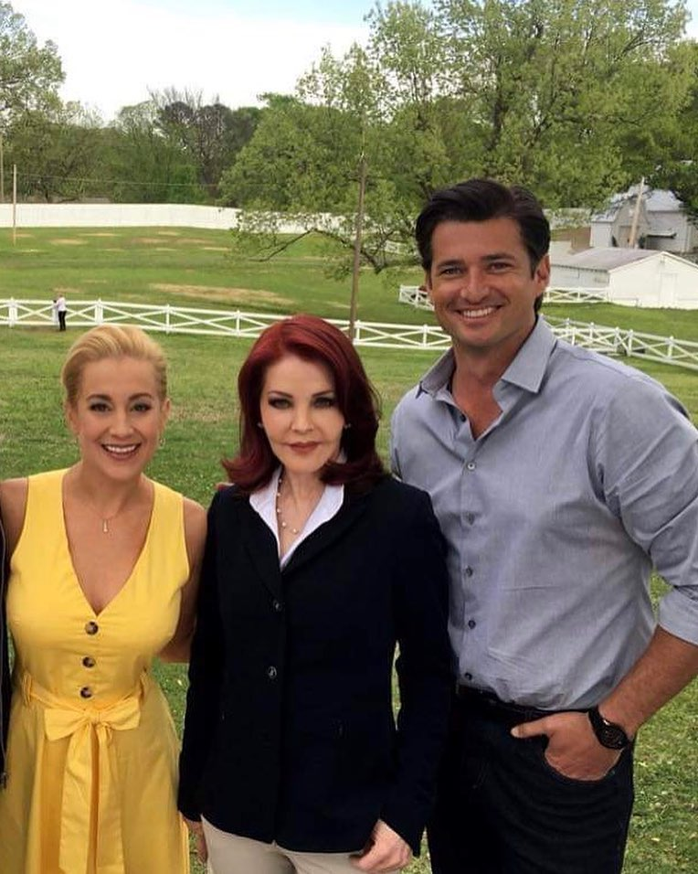 Christmas At Graceland Hallmark.Kellie Pickler Will Star In Hallmark Movie Sequel Wedding