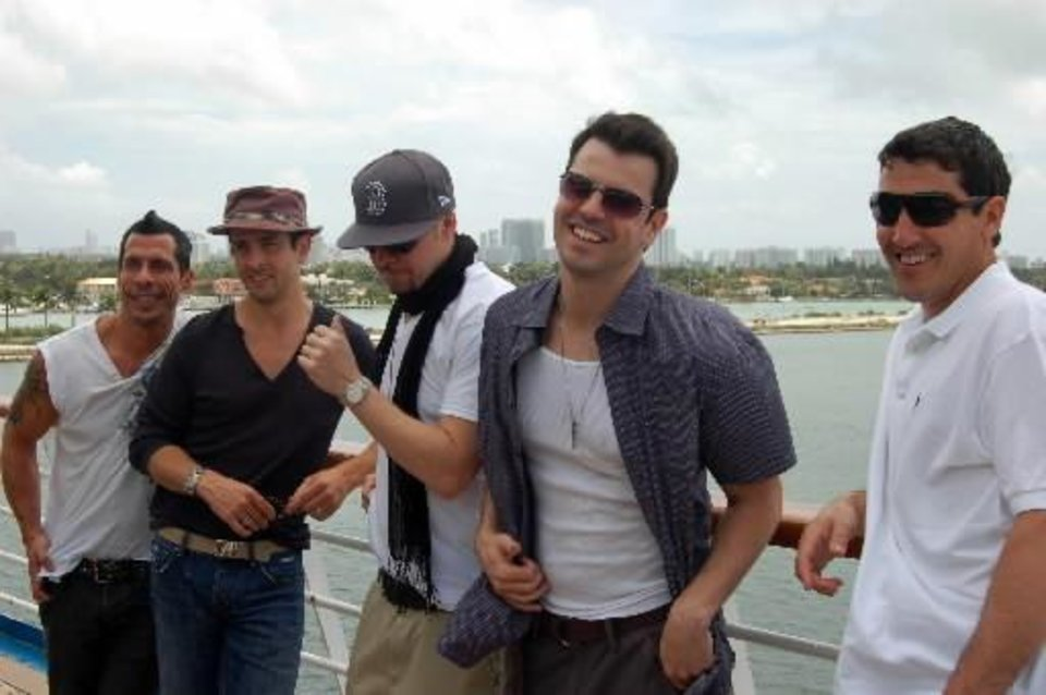 NKOTB on first cruise in 2009