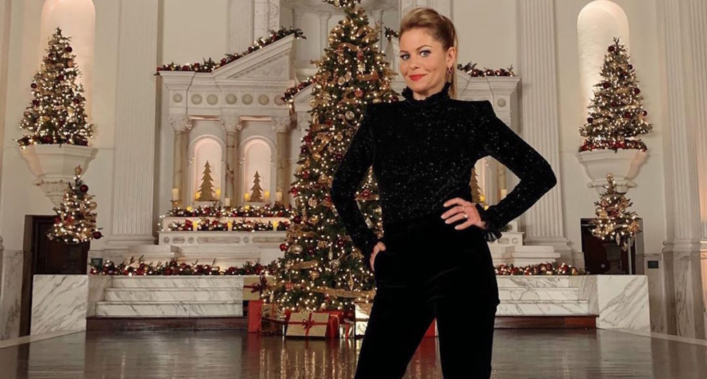 Get Candace Cameron's 2019 'Miracles of Christmas' Hallmark Style – Clothes Inside!