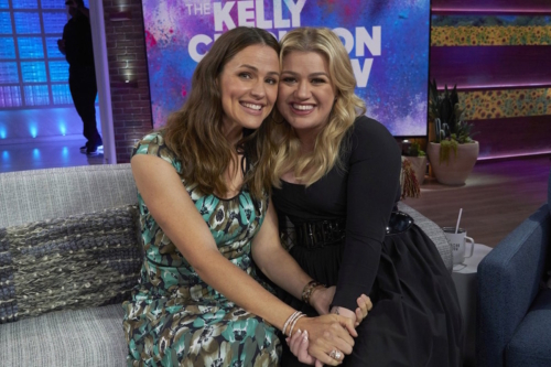 Jennifer Garner and Kelly Clarkson on 'The Kelly Clarkson Show'