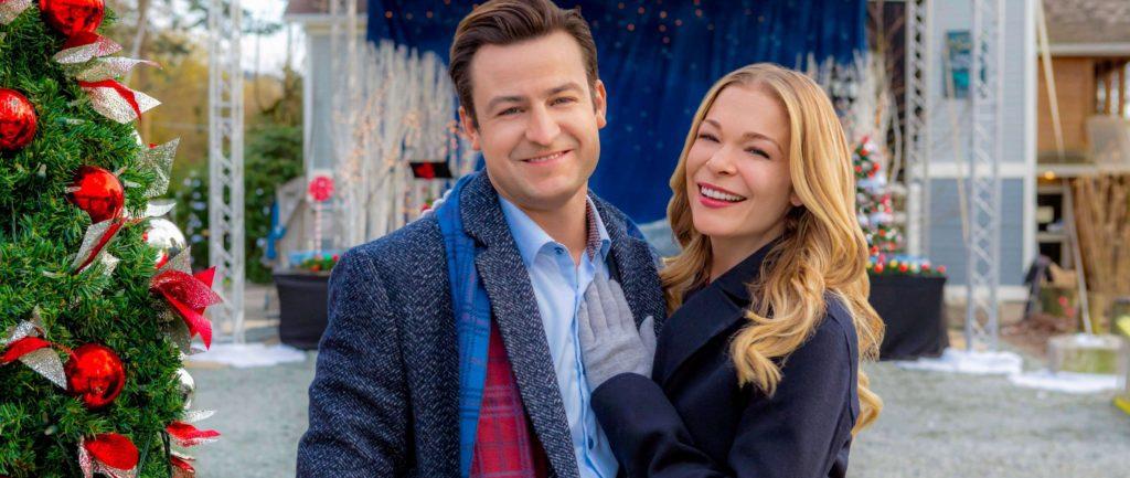 "Get Leann Rimes' Hallmark Holiday Movie Style: ""It's Christmas, Eve"" – Clothes Inside!"