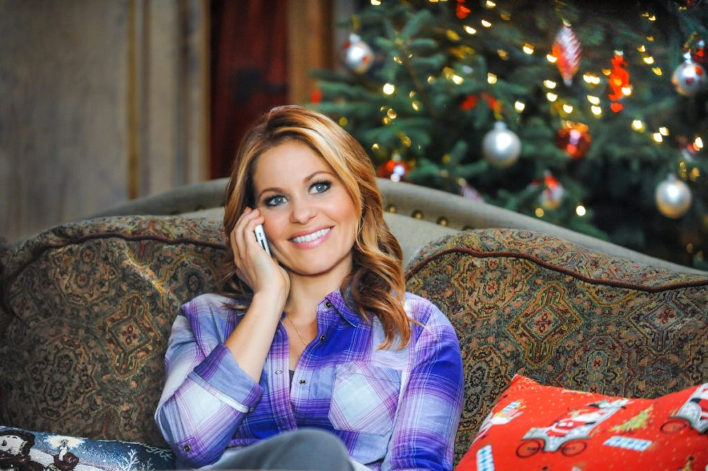 Plaid shirt on Candace Cameron in Christmas Under Wraps