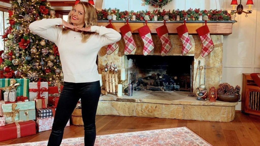 Get Candace Cameron's 2019 'Countdown to Christmas' Hallmark Style – Clothes Inside!