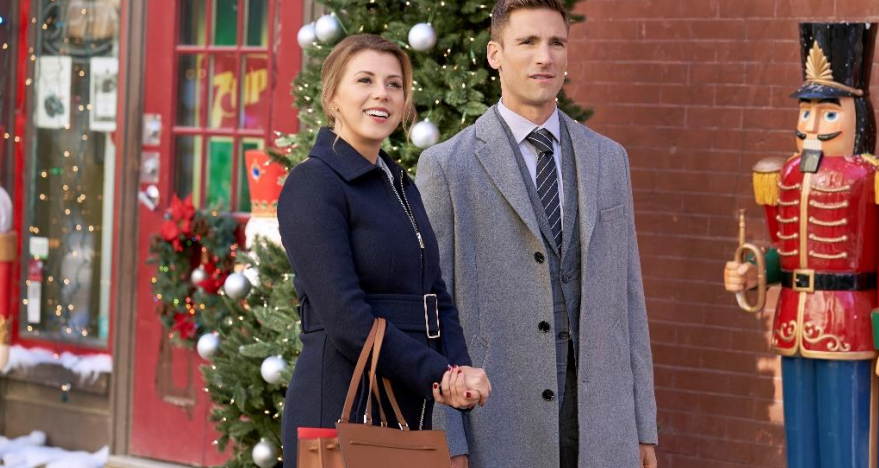 Jodie Sweetin and Andrew Walker in Merry & Bright Movie