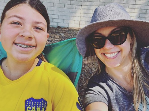 Jodie Sweetin with her daughter Zoie in 2019 at a soccer game.