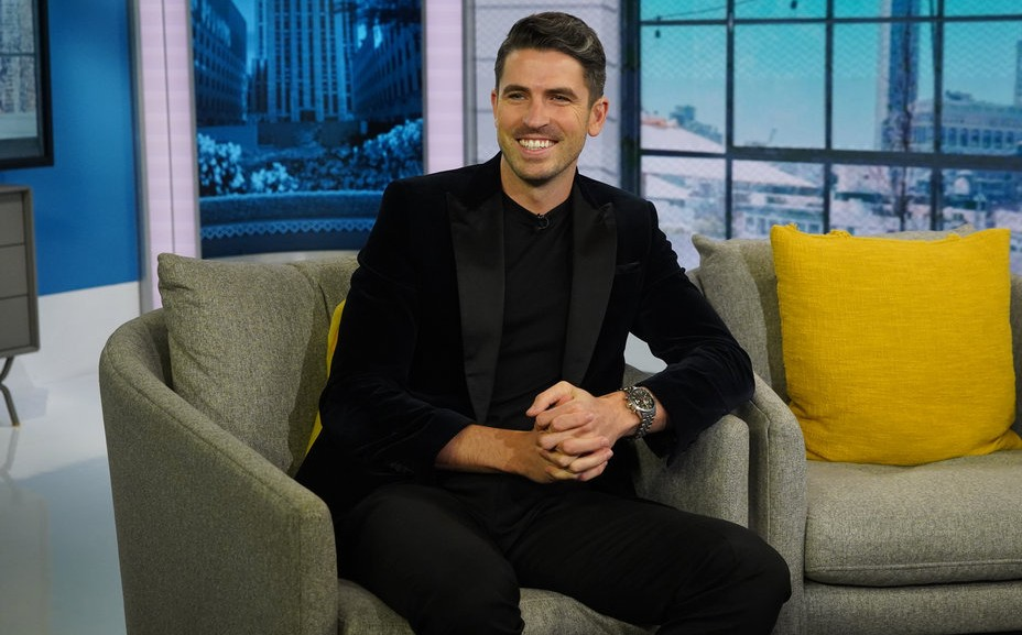 Who is Scott Tweedie from E! Pop of the Morning Show?