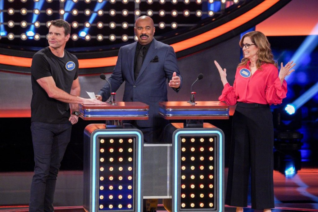Team Jenna Fisher vs Team Scott Foley on 'Celebrity Family Feud'- See Photos!