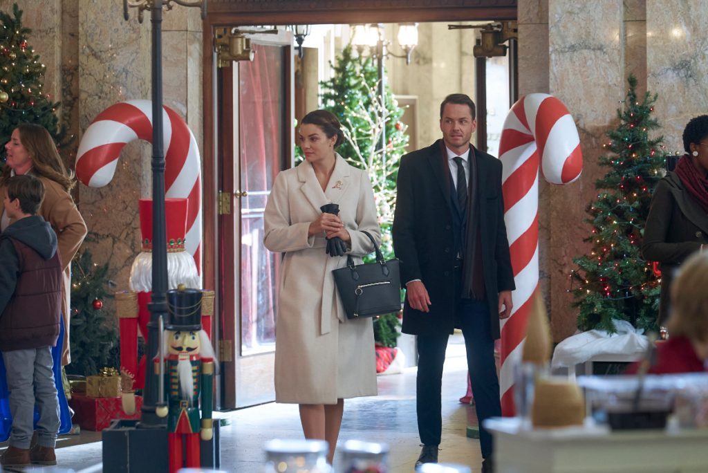 'Christmas by Starlight': Cast, Preview, Photos & More on the 2020 Hallmark Movie