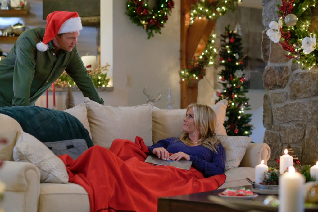 Alison Sweeney and Marc Blucas in Good Morning Christmas on Hallmark Channel 2020