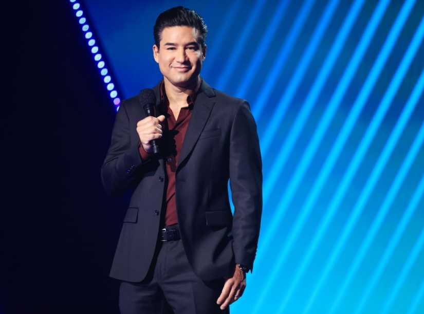 Mario Lopez at the People's Choice Awards on E! 2020