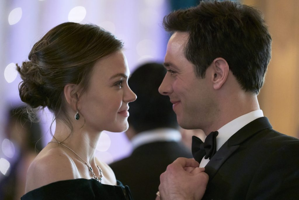 'A New Year's Resolution': Cast, Photos, & More on the New 2021 Hallmark Movie