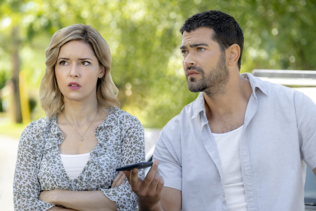 Jesse Metcalfe & Sarah Lind Star in Hallmark's 'Ships in the Night: A Martha's Vineyard Mystery': See Preview, Photos