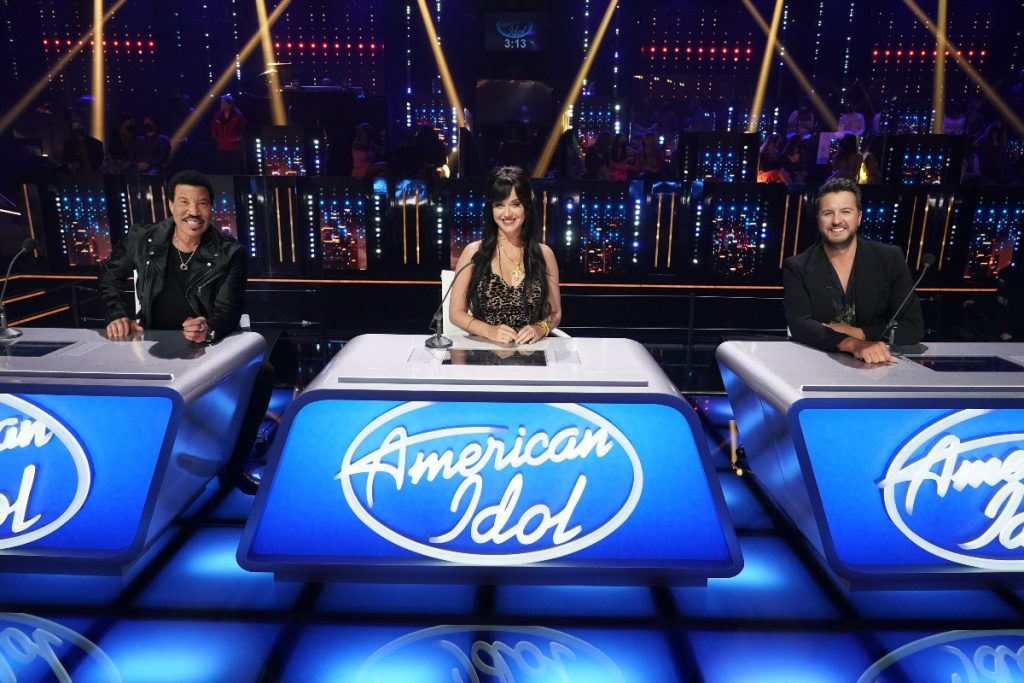 Paula Abdul Fills in for Luke Bryan on 'American Idol' Tonight – April 12th