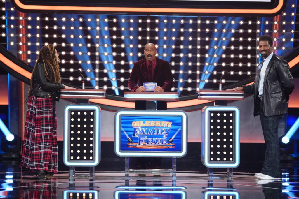 'Celebrity Family Feud': Deon Cole, Tisha Campbell, Kevin Smith, Jason Mewes & Justin Long Compete